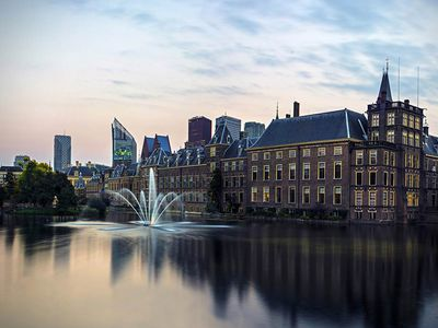 The Hague: a Royal city